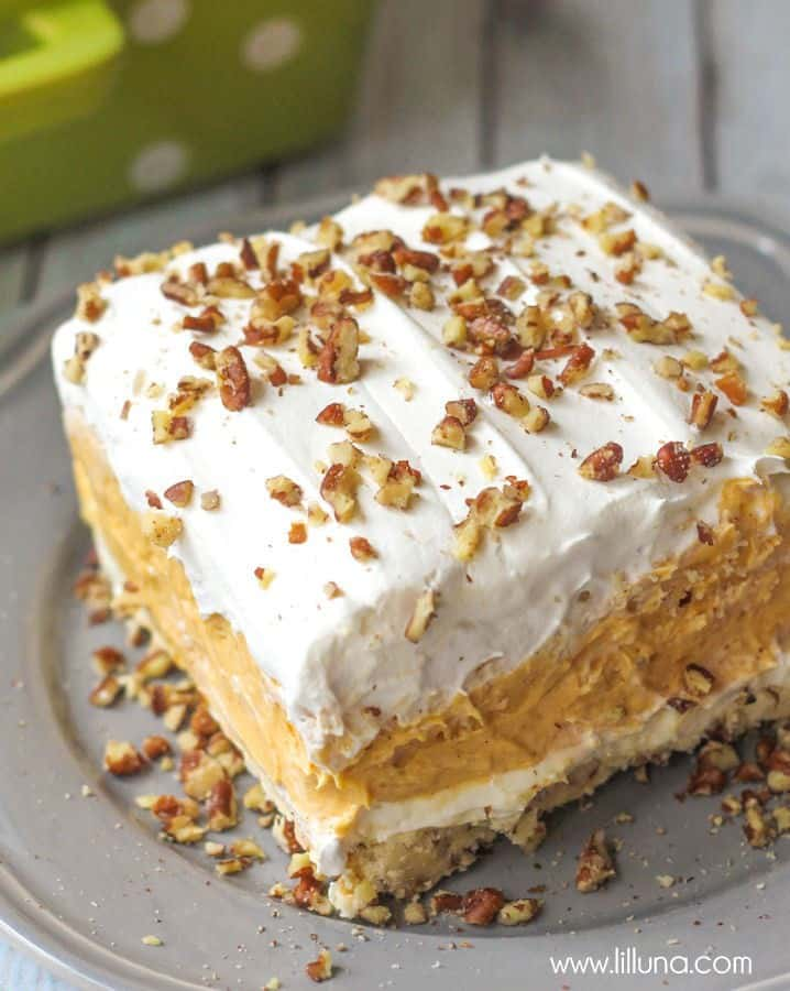Pumpkin Delight Dessert - These Fall recipes are perfect for the holidays and for any time you want to bring the delicious smells of apple, cinnamon, and pumpkin into your home. You're guaranteed to find a fall flavor you love with these 18 delicious fall dessert recipes.
