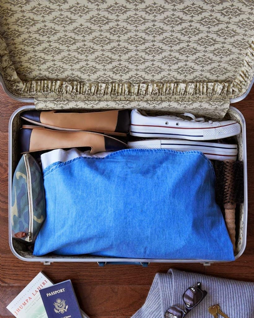 Packing Clothes without Wrinkles - These indispensable travel packing tips we've assembled will make your packing and unpacking much more efficient and help you stay super organized while on vacation. Now you're set to travel like a pro!