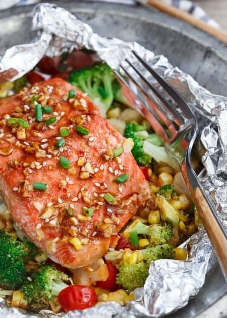 17 oven baked foil packet recipes to make for dinner for Fish and vegetable recipes