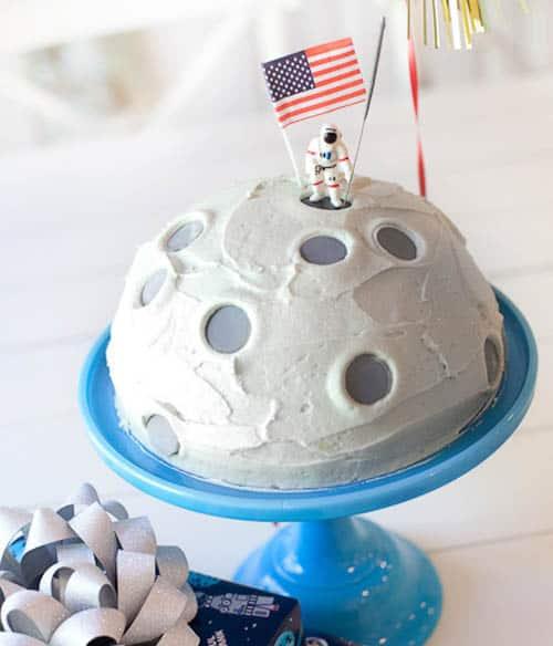 moon landing space cake - kids birthday cake ideas