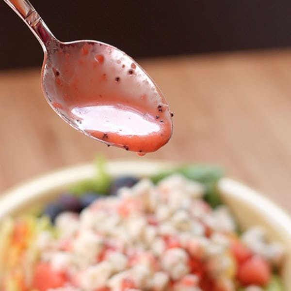 Strawberry Lime Poppyseed Vinaigrette - paleo salad dressings