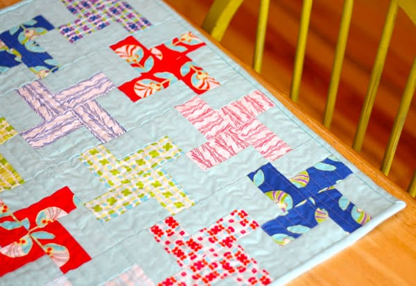 Easy Pinwheel Mini Quilt - pinwheel quilt patterns