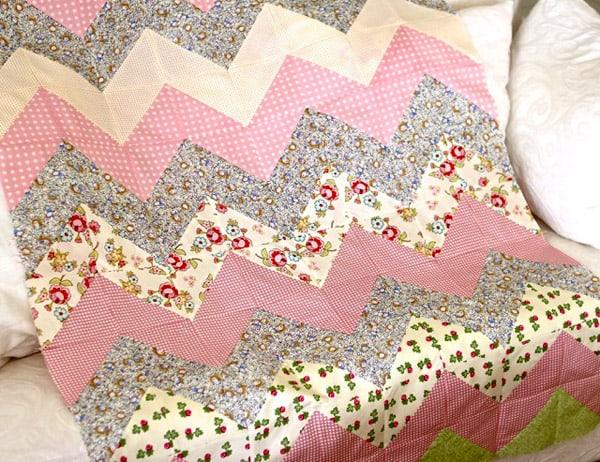 Quick and Easy Chevron Zig Zag Quilt - cheveron quilt patterns