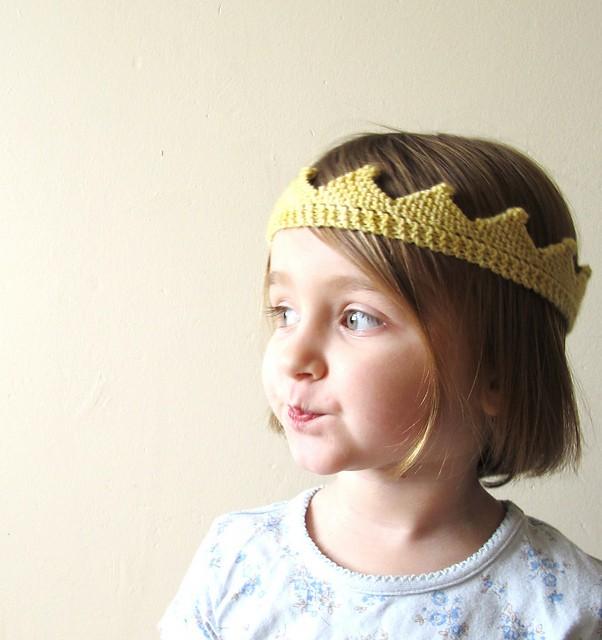 Cute Knit Crown Pattern - Ideal Me b5e8cf6e22a